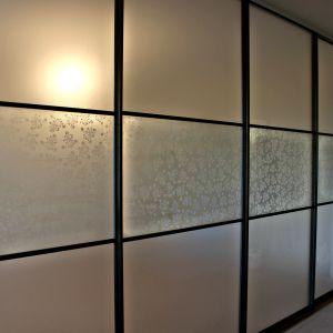 Межкомнатная перегородка с матовым и декоративным стеклом 3