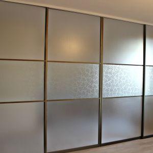 Межкомнатная перегородка с матовым и декоративным стеклом 2