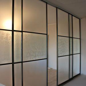 Межкомнатная перегородка с матовым и декоративным стеклом 4