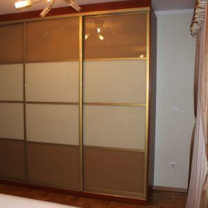 Трехдверный плательный шкаф