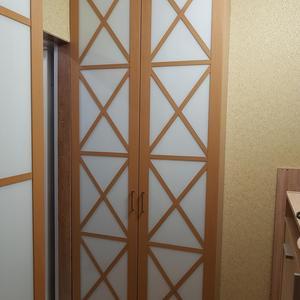 Распашной шкаф с крестами