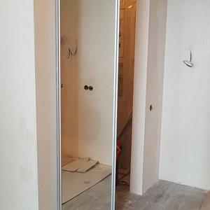 Зеркальная раздвижная дверь