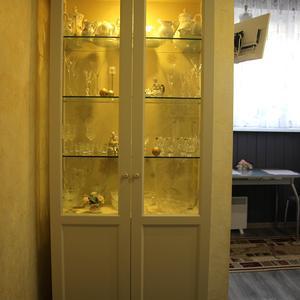 Шкаф для посуды с подсветкой