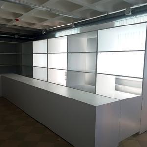 Белая мебель для магазина
