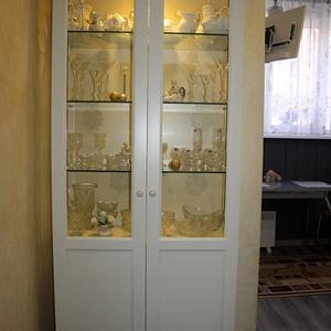 Классический шкаф для посуды
