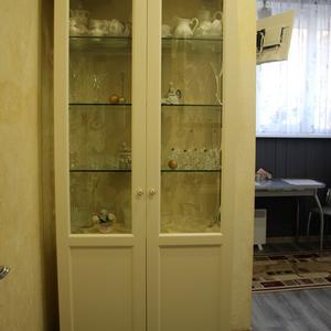 Шкаф-витрина в классическом стиле