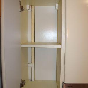 Встроенный навесной шкаф