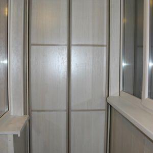 Встроенный шкаф на балкон 1