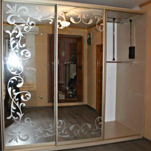Зеркальный шкаф-купе с пескоструйным рисунком 5