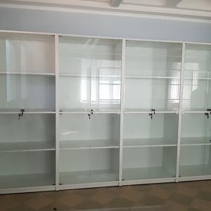 Шкафы-витрины с замками
