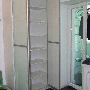 Встроенный распашной шкаф 2