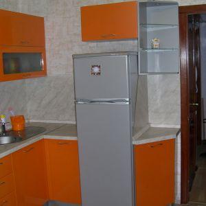 Оранжевая кухня, крашеный МДФ