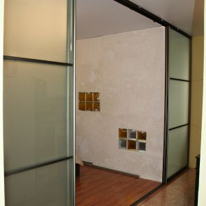 Раздвижная перегородка с матовым стеклом мателюкс 2
