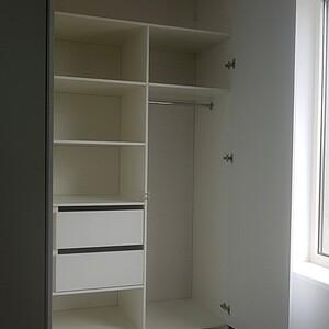Белый шкаф для одежды