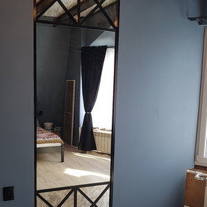 Зеркальная раздвижная дверь в стиле Лофт