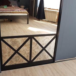 Нижняя часть раздвижной двери и напольная направляющая