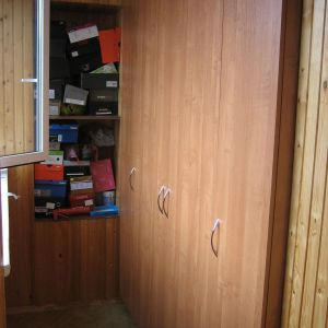 Встроенный распашной шкаф 3