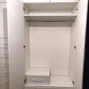 Белый распашной шкаф для прихожей