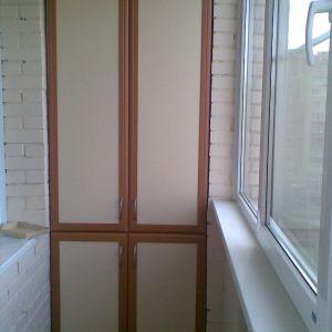 Встроенный распашной шкаф на балкон