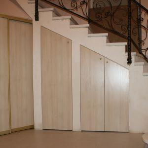 Распашные шкафы под лестницу