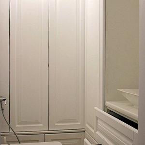 Распашные шкафы в ванную