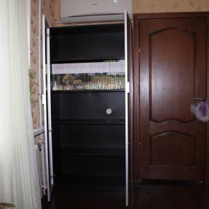 Распашной шкаф под купе