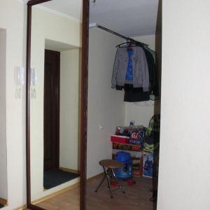Гардеробная с зеркальными дверями