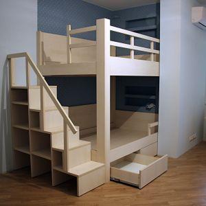 Двухэтажная кровать со ступеньками