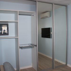 Встроенный шкаф-купе в квартире студии