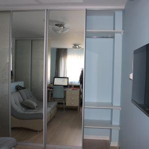 Декоративное и зеркало с серебрянным оттенком