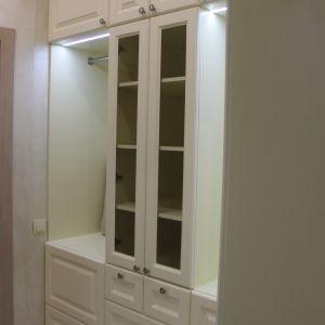 Белые шкафы в гардеробную