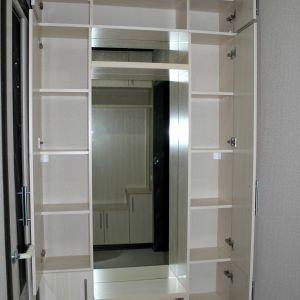 Распашной шкафчик для прихожей