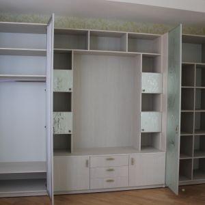 Распашные шкафы для детской