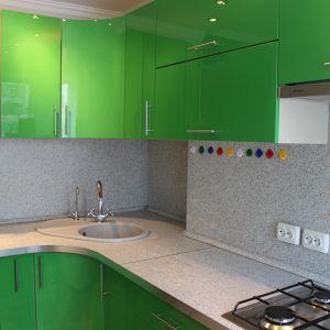 Кухня с закругленным фасадом