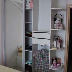Двухдверный шкаф с зеркалом