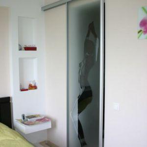 Раздвижня дверь с пескоструем в спальню