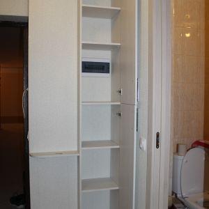 Распашной шкаф встроенный в угол