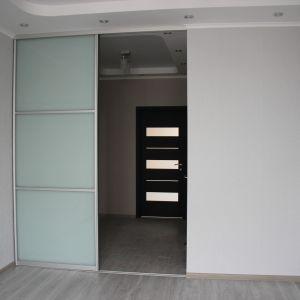 Раздвижная перегородка спальня-коридор