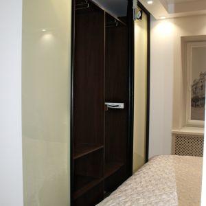 Узкий шкаф для спальни 3