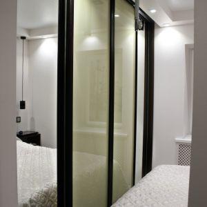Узкий шкаф для спальни 1