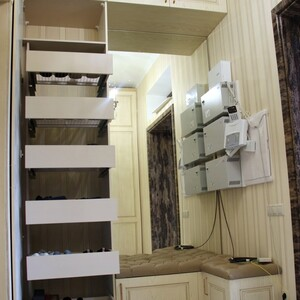 Шкаф для прихожей с выдвижными ящиками
