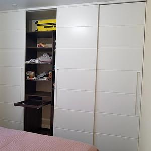Белый шкаф для спальни