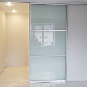 Раздвижная дверь с верхним подвесом