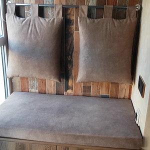 Оригинальный мини-диван с выдвижными ящиками
