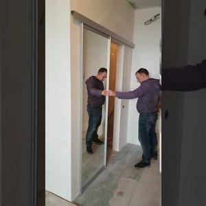 Раздвижная подвесная дверь с зеркалом