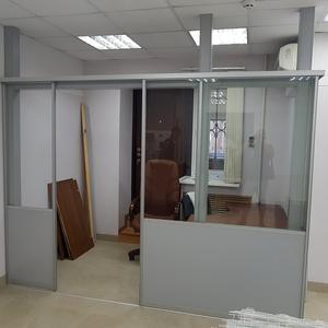 Комната из прегородок с раздвижной дверью