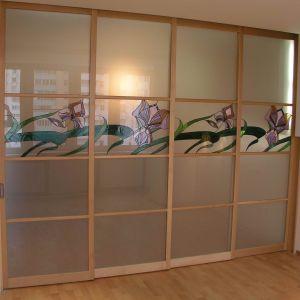 Раздвижная перегородка стеклянные вставки