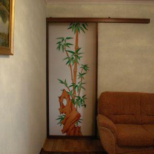 Стеклянная дверь с витражом