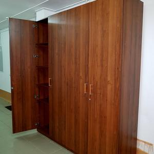 Большой шкаф хозяйственного назначения
