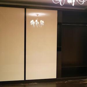 Шкаф-купе с дверями из стекла Lacobel